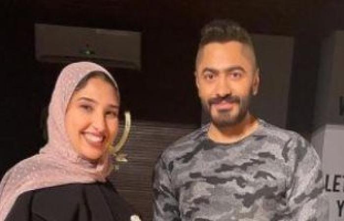 تامر حسنى يحقق أمنية معجبة مريضة: فرحان إنى أكون داعم لشفائك.. فيديو