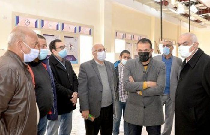 رئيس جامعة المنصورة يتفقد مراحل تجهيز مراكز الاختبارات الإلكترونية