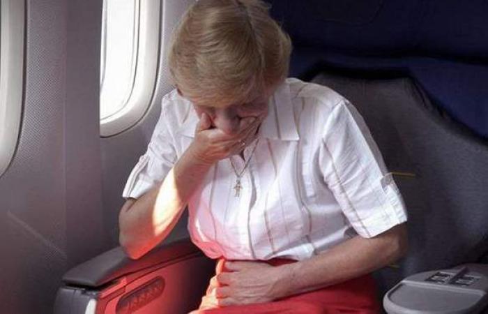8 نصائح تخلصك من الشعور بآلام السفر بالطائرة