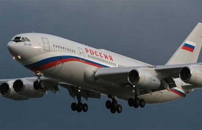إطلاق قنبلة ضوئية باتجاه طائرة أثناء هبوطها في روسيا