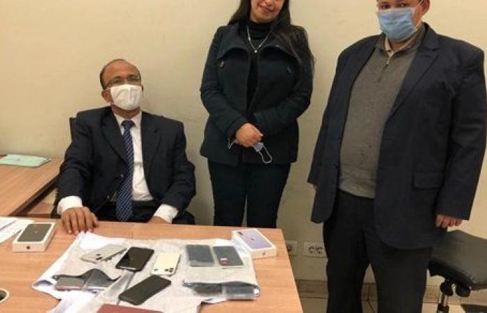 جمارك مطار القاهرة تحبط محاولة تهريب هواتف محمولة وساعات ذكية
