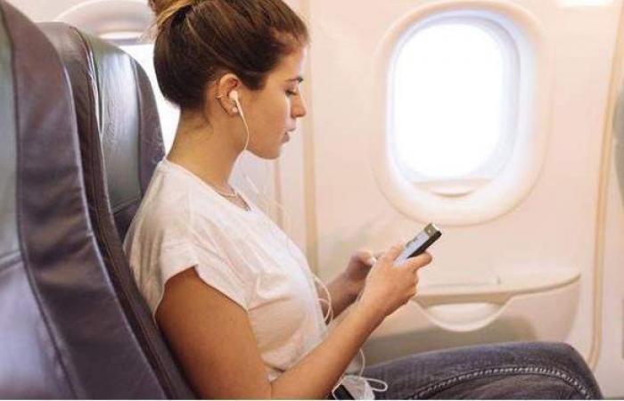 الهواتف المسموح للراكب بحملها على الطائرة وغرامة المخالفة