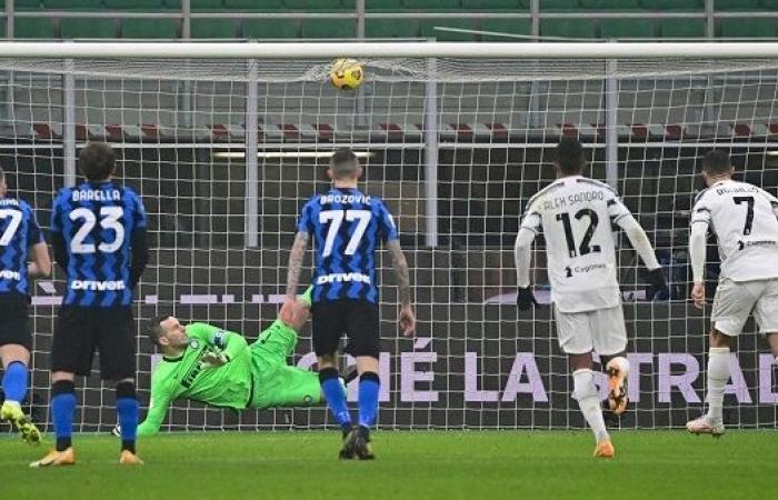 رونالدو يسجل ثنائية ويقود يوفنتوس للفوز على إنتر 2-1 بكأس إيطاليا
