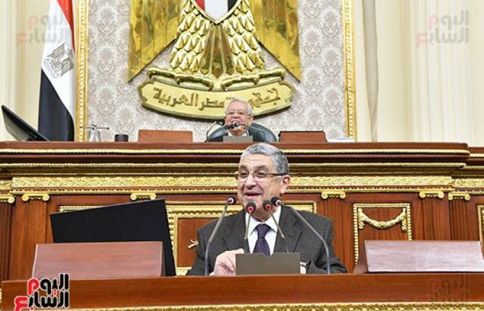 وزير الكهرباء أمام النواب: مستاء من الخدمات ببعض القرى ولازم تكون زى القاهرة.. صور