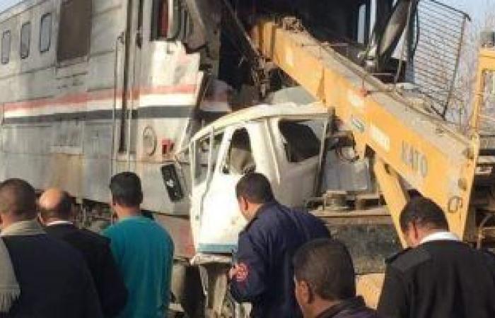 السكة الحديد تعلن وفاة 3 فى تصادم قطار بسيارة نقل اقتحمت مزلقان بأسيوط
