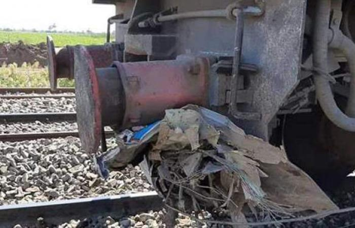 مصرع وإصابة ٥ أشخاص في تصادم سيارة نقل مع قطار بأسيوط