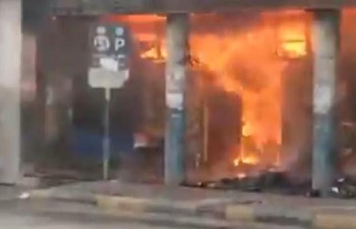 فيديو.. حريق هائل في مجمع تجاري عند القصر الرئاسي بالخرطوم