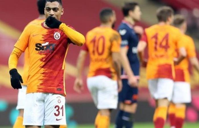 مدرب جالاتا سراي يشيد بمصطفى محمد في أول ظهور له مع الفريق