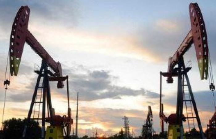 أسعار النفط تسجل 58.97 دولار لبرنت و56.22 دولار للخام الأمريكي
