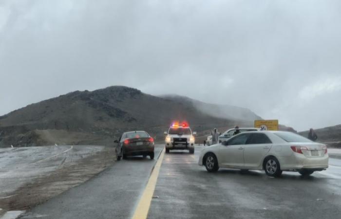 التقلبات الجوية تغلق طريق تبوك – ضباء