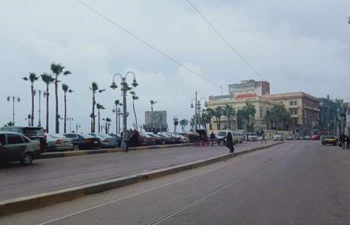 هطول أمطار متوسطة والغيوم تُسيطر على سماء الإسكندرية