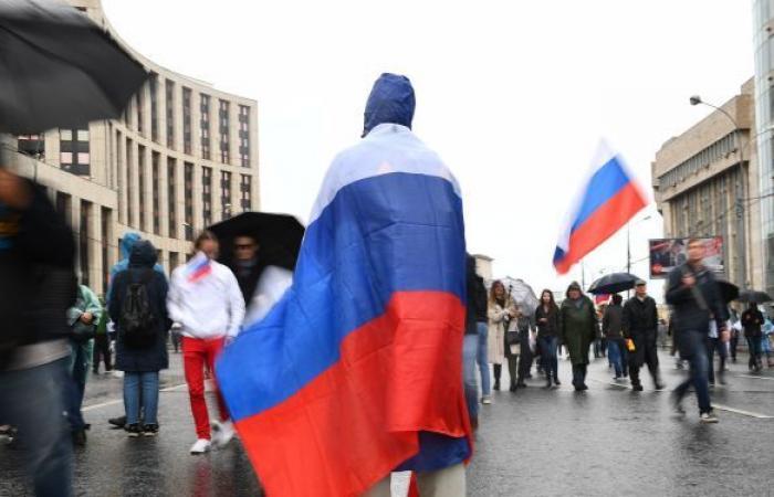 محكمة موسكو تقضي بسجن شخص أضرم النار في سيارة الشرطة خلال الاحتجاجات