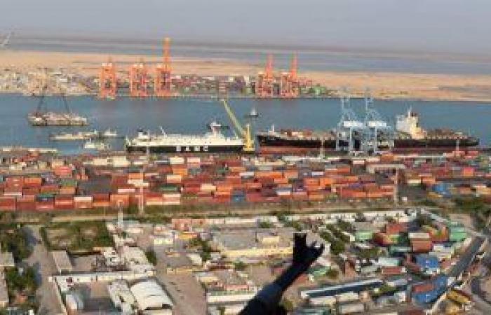 العراق تخلى 103 حاويات تحتوى مواد شديدة الخطورة فى موانئ أم قصر