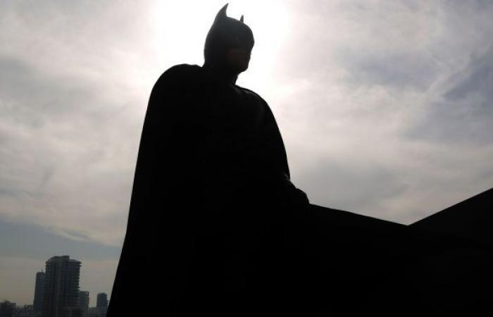 """عشاق """"باتمان"""" يطاردون صانعا لبدلاته بعد خداعهم"""