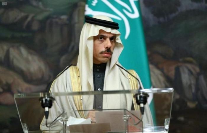 وزير الخارجية يتلقى اتصالاً من نظيره الأمريكي لبحث تعزيز العلاقات