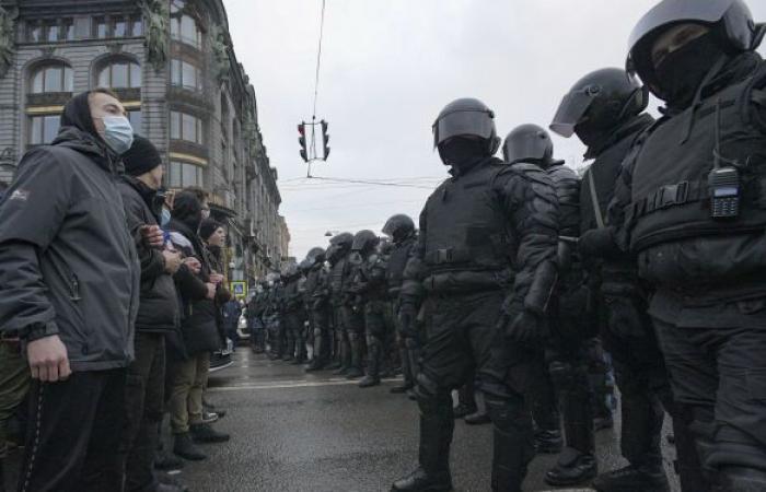 بث مشاهد يظهر مشاركة دبلوماسيين أجانب في مظاهرات روسيا.. فيديو