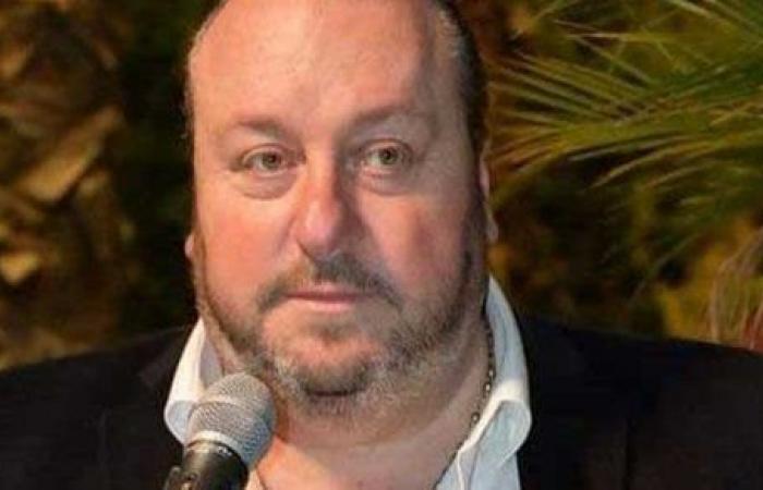 بسبب معاناته مع فيروس كورونا .. وفاة فنان شهير داخل المستشفى