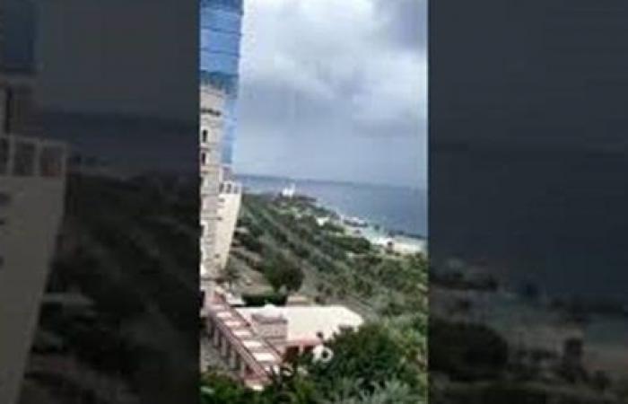شاهد.. ظهور شاهقة مائية قبالة سواحل جدة السعودية