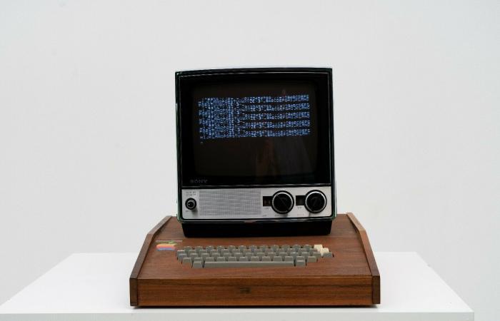 بيع أول حواسب أبل على الإطلاق Apple-1 بسعر 1.5 مليون دولار !