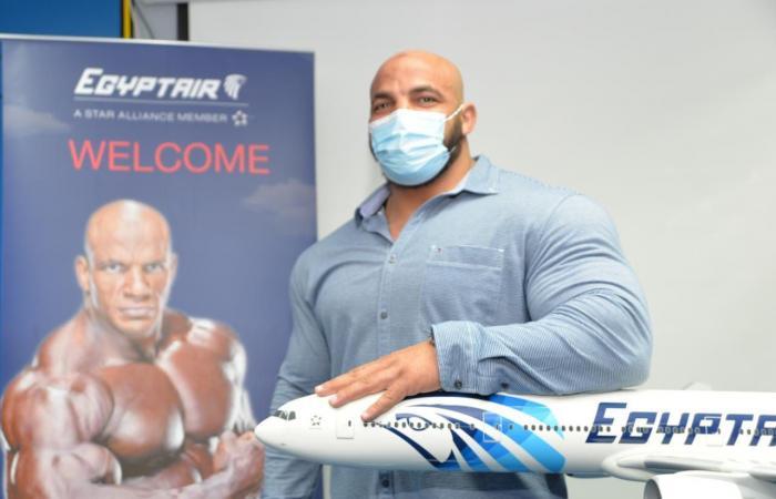 """مصر للطيران توقع بروتوكول لرعاية بطل مستر أولمبيا """"بيج رامى"""""""