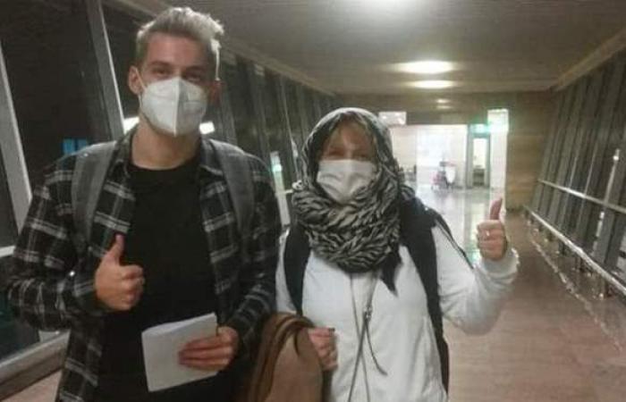 """ترويجا للسياحة.. مطار القاهرة يستقبل """"مدون تشيكي"""" في زيارة تعريفية"""