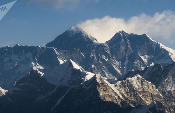 انهيار جليدي ضخم في جبال الهيمالايا والسلطات الهندية تجلي السكان... فيديو