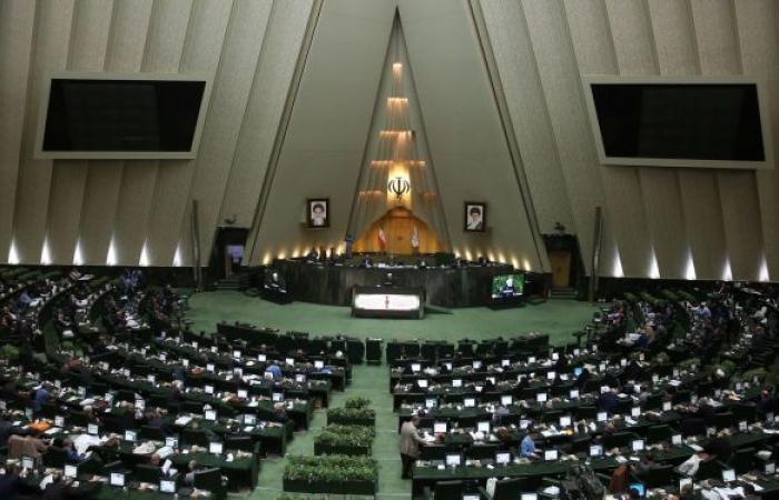 برلماني إيراني: لا يمكن إجراء محادثات مع أمريكا دون إذن المجلس