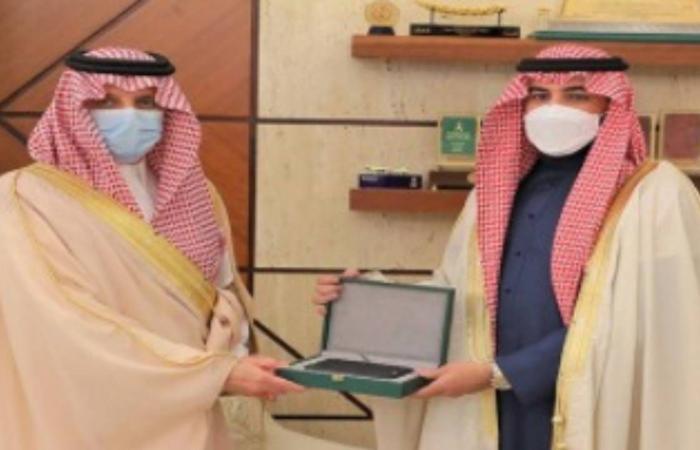 أمير الشرقية يستقبل مبتكر المصحف الإلكتروني للمكفوفين