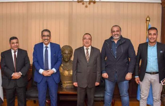 تفاصيل لقاء محافظ الإسكندرية ونقيب الصحفيين | صور