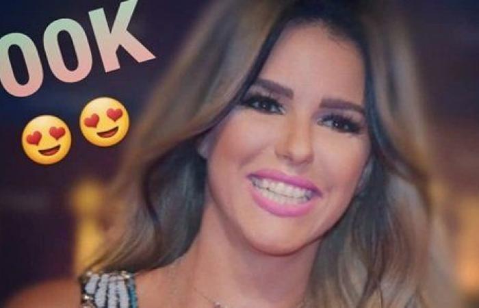 دنيا عبد العزيز تحتفل بـ500 ألف متابع على إنستجرام