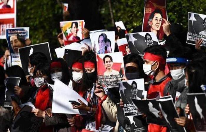 لليوم الثاني.. الآلاف يتظاهرون ضد الانقلاب العسكري في ميانمار