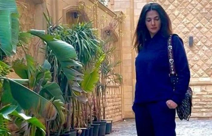 دنيا سمير غانم تخطف الأنظار بإطلالة كاجوال.. شاهد