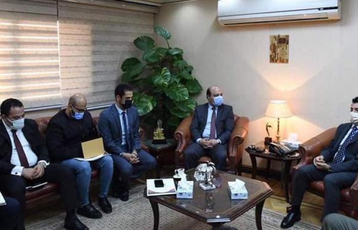 وزير الرياضة يبحث مع اتحاد الجمباز استعدادات استضافة كأس العالم