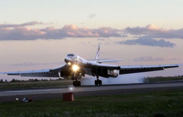 """الدفاع الروسية: قاذفتان """"تو 160"""" نفذتا تحليقا فوق مياه بحار بارنتس وغرينلاند والنرويج"""