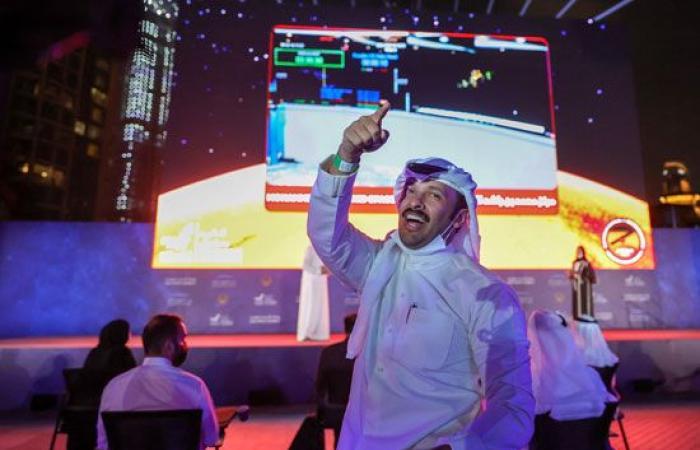 فرحة عارمة فى الإمارات بعد نجاح مسبار الأمل فى الوصول إلى مداره حول المريخ