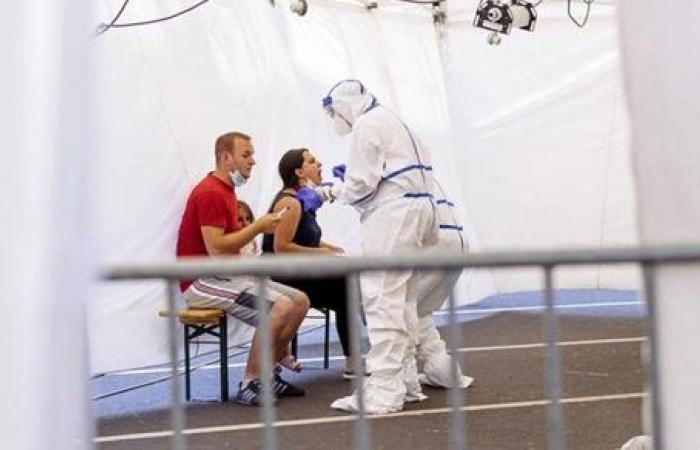 معركة كورونا.. بريطانيا تحارب الوباء بالتطعيمات.. وحقيقة تفشي السلالة المتحورة