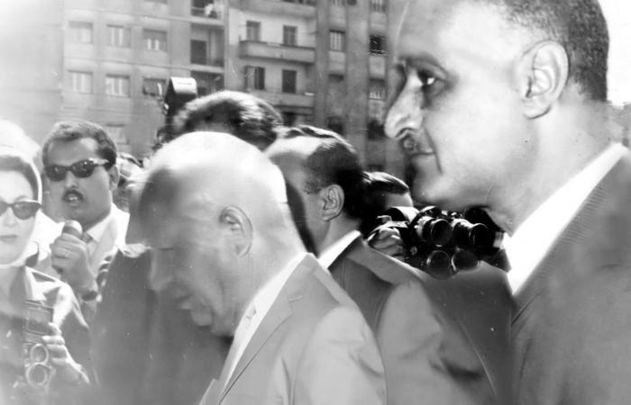 حكاية صورة جمعت الراحل صالح مهران مع عبد الناصر والزعيم السوفيتى خروتشوف
