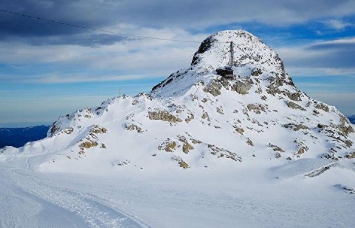 ظاهرة مناخية فريدة... جبال الألب تصبغ باللون البرتقالي بسبب رمال الصحراء الكبرى... صور