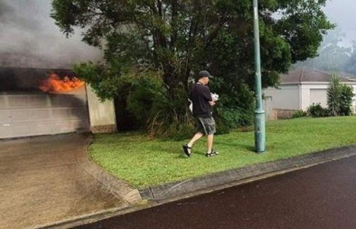 بدافع إنساني.. رجل يلقي بنفسه وسط النيران لإنقاذ كلب