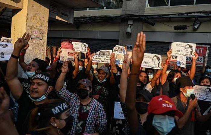 بالأبواق واللافتات الاعتراضية.. ميانمار تخرج عن صمتها وتتظاهر ضد الجيش