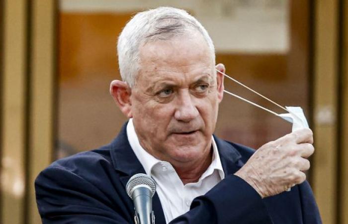 """غانتس يهدد لبنان بدفع """"ثمن باهظ"""" إذا اندلعت مواجهة عسكرية مع بلاده"""
