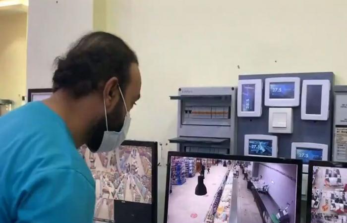 بالفيديو.. كاميرات المراقبة تكشف مخالفات تدابير كورونا بعد وقوعها بأحد مطاعم الخبر