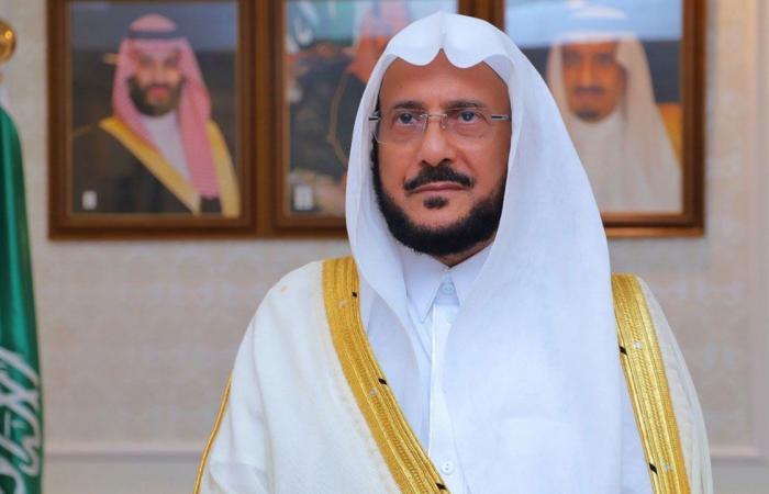 محذرًا من التهاون بالاحترازات.. آل الشيخ لـ«المصلين»: لا تكونوا سببًا لإغلاق المساجد
