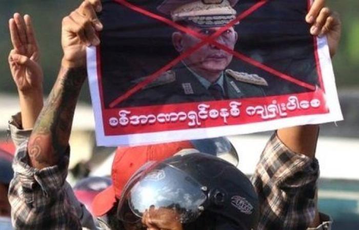 شرطة ميانمار تطلق الرصاص المطاطي على متظاهرين ضد الانقلاب وسقوط مصابين