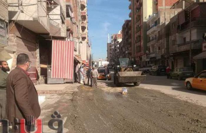 إزالة أعمال بناء لإعاقتها الطريق بحي ثان بالإسماعيلية | صور