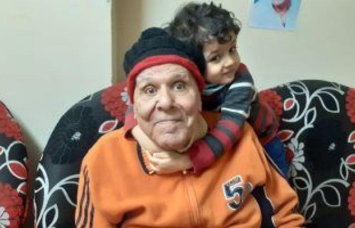 ابن الفنان نعيم عيسى: والدى بصحة جيدة وصوره المتداولة بالمستشفى قديمة