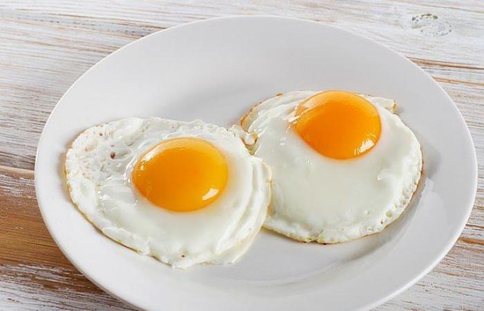 تناول البيض يوميًّا قد يسبب الوفاة بنسبة 14%