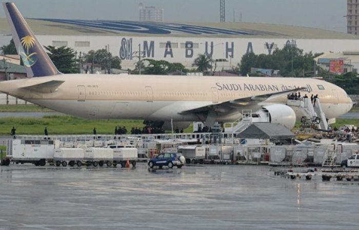 """أول صور للطائرة المدنية التي استهدفتها """"أنصار الله"""" في مطار أبها"""