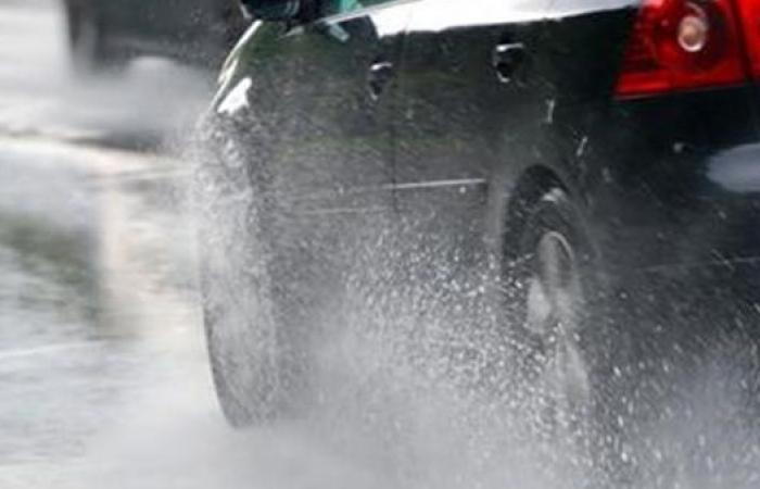 """بعد تحذير الأرصاد من حالة الطقس.. نصائح """"المرور"""" للقيادة في الشبورة والأمطار"""