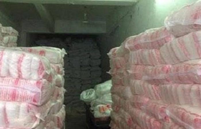 ضبط 1.84 طن سكر منتهي الصلاحية داخل مخزن بالشرقية